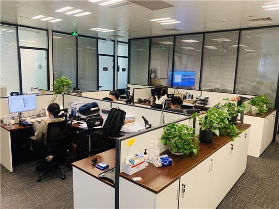 世纪汇广场出租212平办公室带装修家具